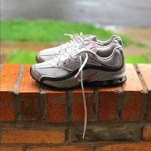Nike Reax Run Women's Running Shoes (8.5 Women's)